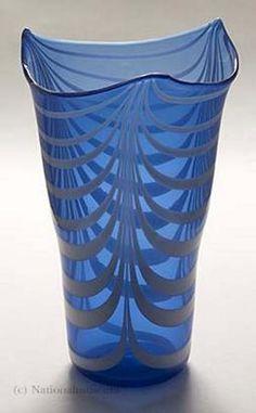 Tyra Lundgren, 1897-1979.    Skulptör, keramiker, målare, glas- och textilkontnär, formgivare.