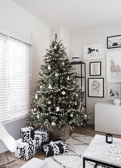 minimal scandinavian christmas tree from homey oh my
