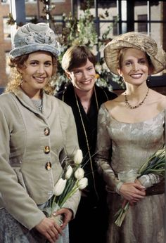 Jessica Hecht as Susan Bunch, Jane Sibbett as Carol Willick ~ Friends ~ Behind the Scenes ~ Season Episode 11 ~ The One With the Lesbian Wedding Friends Quizzes Tv Show, Friends Episodes, Friends Moments, Friends Season, Friends Tv Show, Friends Forever, Friends Cast, Susan Friends, I Love My Friends