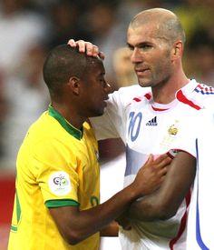 Brasil x França: shows de Zidane dominam as lembranças de Robinho #globoesporte