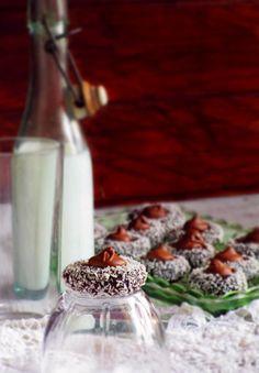 Продукти: 370г какаови бисквити(Зaкуска) 2с.л. какао 150г подсладено кондензирано мляко 50г краве масло 1-2с.л. захар 1-2 с.л. портока...