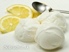 A homemade ice cream recipe without an ice cream maker! Homemade Lemon Ice Cream Recipe from Grandmothers Kitchen. Ice Cream Treats, Ice Cream Desserts, No Cook Desserts, Lemon Desserts, Frozen Desserts, Dessert Recipes, Frozen Treats, Easy Homemade Ice Cream, Lemon Ice Cream