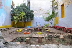 Urban Intervention in the form of a DIY Pocket Park at Pausaniou Str. Pagrati,  Athens by Atenistas / Πάρκο τσέπης απο επαναχρησιμοποιημένα υλικά - Οδός Παυσανίου, Παγκράτι, Αθήνα απο τους Αtenistas Architecture Details, Landscape Architecture, Urban Furniture, Space Furniture, Pocket Park, Urban Park, Private Garden, Backyard Patio, Greenery