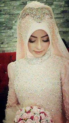 Get the Ideas of 2019 Latest Designs of Muslim Bridal Wedding Dresses in sleeves and hijab. These photos of Islamic wedding dresses for brides are fabulous. Muslim Wedding Gown, Hijab Wedding, Wedding Hijab Styles, Bridal Hijab, Hijab Bride, Bridal Wedding Dresses, Wedding Veil, Muslim Fashion, Hijab Fashion