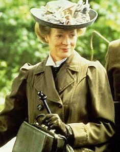 """Charlotte Bartlett (Maggie Smith) in """"A Room With A View"""" (http://content6.flixster.com/photo/14/06/38/14063860_gal.jpg)"""