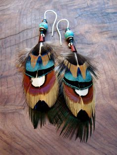 Pheasant Feather Earrings with Turquoise Stones Feather Crafts, Feather Art, Feather Jewelry, Feather Earrings, Diy Earrings, Boho Jewelry, Fashion Earrings, Jewelry Crafts, Beaded Jewelry