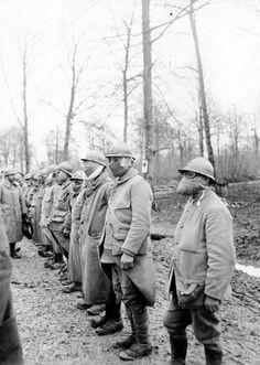 Revue de masques à gaz Vues de la région fortifiée de Verdun en janvier 1916. Au mois de janvier 1916, Verdun est pour le commandement français d'une importance mineure, c'est ainsi qu'une grande partie de l'artillerie des forts est retirée pour servir ailleurs.