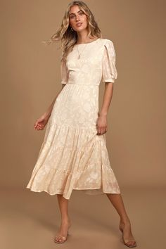 We love the romantic look of the BB Dakota Crushing On You Cream Jacquard Tiered Midi Dress! Tiered A-line midi dress with short sleeves and darted bodice. Cute Dresses, Beautiful Dresses, Casual Dresses, Short Dresses, Dresses For Work, Summer Dresses, Elegant Dresses, Sexy Dresses, Women's Dresses