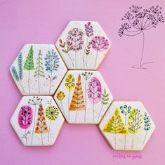 Line drawing botanical tree and plant tile cookies with color wash accents Hardanger Embroidery, Hand Embroidery Patterns, Cookie Designs, Cookie Ideas, Cute Cookies, Sugar Cookies, Flower Cookies, Dessert Decoration, Birthday Cookies