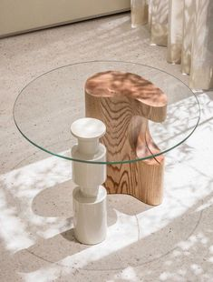 Creating impressions of space and practically with sculptural furniture. Table from Le Cashmere by Labotory Photography by Yong Joon Choi… Home Design, Home Interior Design, Interior Decorating, Interior Ideas, Design Design, Cool Furniture, Living Room Furniture, Furniture Design, Wooden Furniture