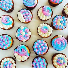 Unicorns or Mermaids? Mesmerizing colors on this set of cupcakes by 🧁 I could stare at them all day! Coral Cupcakes, Cute Cupcakes, Second Birthday Cakes, Birthday Fun, Cupcake Gift, Cupcake Cakes, Barbie Cupcakes, Gourmet Recipes, Dessert Recipes