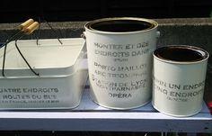 捨てようとしたせんべい缶・・・サンダー(やすり)がけして、ホワイトペンキを塗り、あまり錆びるのが嫌いなので防水材を塗り・・・丸棒を7センチに切った中心に3...