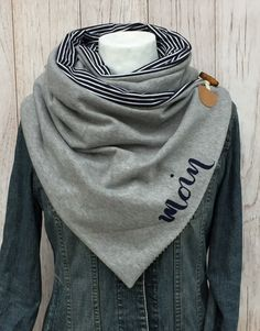 LILLE not only brings warmth to the dreary and cold autumn / winter . LILLE i … – Winter Clothes Bloğ Sewing Scarves, Diy Accessoires, Diy Mode, Designer Scarves, Apron Dress, Cowl Scarf, Clothes Crafts, Sewing Accessories, Sewing For Kids