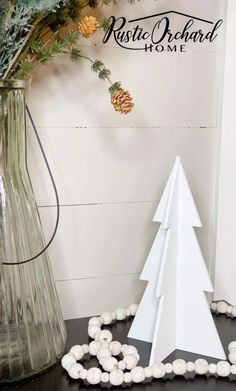 Make your own DIY Wooden Christmas Tree Decor using these Farmhouse Christmas and Vintage Christmas paint finish ideas! Cabin Christmas Decor, Christmas Farm, Christmas Tree Set, Wooden Christmas Trees, Wooden Tree, Wooden Diy, Christmas Tree Decorations, Vintage Christmas, Christmas Crafts