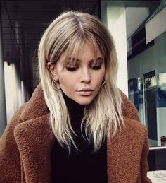 cute medium hairstyles for women with bangs - samantha fa .- Süße mittlere Frisuren für Frauen mit Pony – Samantha Fashion Life cute medium hairstyles for women with bangs – hairstyles for medium hair with bangs – - Cute Medium Haircuts, Cute Hairstyles For Medium Hair, Long Hair With Bangs, Medium Hair Cuts, Hairstyles With Bangs, Medium Hair Styles, Short Hair Styles, Hair Bangs, Modern Haircuts