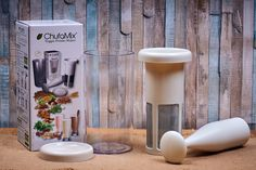 ChufaMix je výrobník rostlinného mléka. S jeho pomocí vyrobíte nápoj z ořechů, obilovin, semínek nebo třeba i z kopřiv! Je úžasně všestranný a my si bez něj nedokážeme představit život! Candle Sconces, Wall Lights, Candles, Home Decor, Technology, Appliques, Decoration Home, Room Decor, Candy