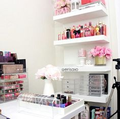 Vanity Room in white.