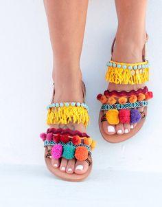 Pom pom sandalias sandalias de cuero griego por DimitrasWorkshop