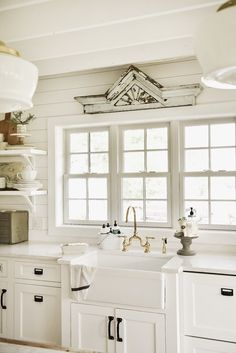 "Latest Pictures Shabby Chic Kitchen sink Thoughts With the saying ""poor chic"" the very first items that spring to mind will be upset, traditional, good old neverthel Kitchen Sink Decor, Antique Kitchen Cabinets, Rustic Cabinets, Country Farmhouse Decor, Shabby Chic Kitchen, Farmhouse Kitchen Decor, Kitchen Interior, New Kitchen, Kitchen Ideas"