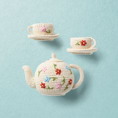 Vintage inspired tea set: hand crochet tea pot with 2 cups in organic cotton decoration item Hand Crochet, Crochet Toys, Tea Set, Home Deco, Decorative Items, Claire, Vintage Inspired, Organic Cotton, Baby