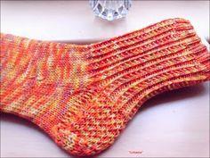 Rippensocken  Muster gesehen bei Ute Rehner - danke!   Größe 37   Garn: Merino High Twist, gefärbt von Astrids Wollstübchen.  Nadelspiel: 2...