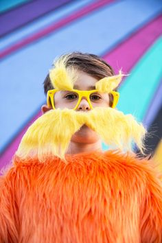 If you are looking for a fun DIY Halloween costume for kids, you've come to the right place! The Lorax costume is easy to make with no sewing involved! Lorax Costume, Whoville Costumes, Dr Seuss Costumes, Seussical Costumes, Tree Costume, Book Day Costumes, Teacher Costumes, Diy Girls Costumes, Diy Halloween Costumes For Kids