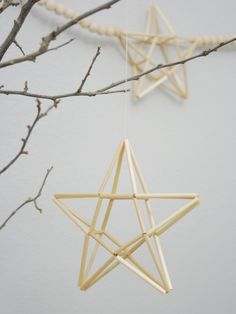 Make star with pentagon bases Handmade Christmas, Christmas Crafts, Christmas Ornaments, Homemade Crafts, Diy Crafts, Paper Crafts, Corn Dolly, Straw Art, Straw Crafts