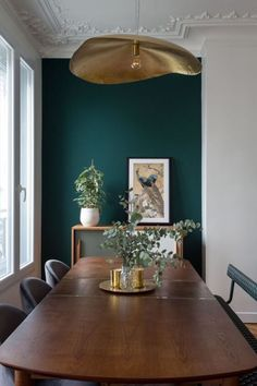 Find out why modern living room design is the way to go! A living room design to make any living room decor ideas be the brightest of them all. Cosy dining room designs as seen from above just like these amazing living room decor set to die for! Green Dining Room, Dining Room Walls, Dining Room Design, Green Living Room Walls, Dark Green Walls, Dining Room Colors, Dark Dining Rooms, Green Living Room Ideas, Dining Room Feature Wall