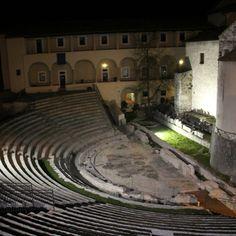 Visit Umbria: one night in Spoleto. The Roman Theater.