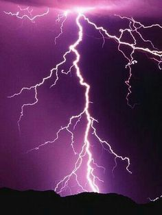 Taking Lightning Photos But The Pictures Aren't Working Out? Purple Lightning, Thunder And Lightning, Lightning Storms, Lightning Strikes, Purple Sky, Shades Of Purple, Lightning Photos, Lightning Photography, Natural Disasters