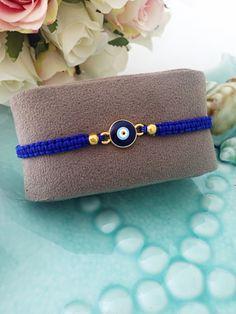 Evil eye bracelet - blue string bracelet - blue evil eye jewelry - adjustable bracelet - evil eye charm - Turkish nazar Source by lauravanwingerd. Cute Jewelry, Diy Jewelry, Women Jewelry, Jewelry Ideas, Evil Eye Jewelry, Evil Eye Bracelet, Bracelets Bleus, Beaded Bracelets, Cordon Macramé