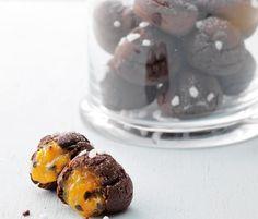 Découvrez la recette très gourmande des chouquettes chocolat-passion sur femina.fr !