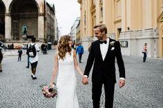 Brautpaarshooting-Odeonsplatz-Hofgarten-brautpaar-braut-brätuigam Courtyard Gardens, Wish, Newlyweds, Wedding