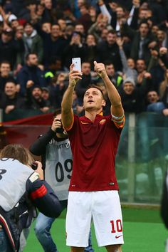 Totti's selfie after scoring Derby goal.