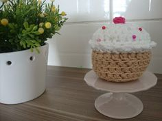 Crochet Cupcake - free pattern! Sweet & no calories...