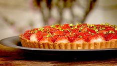 Jordbærterte med sitronfromasj ble det denne gangen. Du kan variere hvilken fruktsmak du vil ha på fromasjen og hva slags bær eller frukt du bruker på toppen. Different Recipes, Muffin, Sweets, Breakfast, Desserts, Cakes, Food, Drinks, Pai