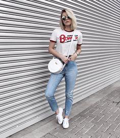 mom jeans + Bowie t-shirt + superga.