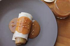 Papillons d'Onyx: [FoodMood] Bananes poêlées en robe et nappage au c... Panna Cotta, Breakfast, Ethnic Recipes, Kitchens, Papillons, Food, Dress, Morning Coffee, Dulce De Leche