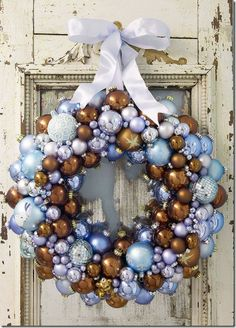 Creative ideas for beautiful Christmas wreaths that you can make at home. Instructions for creating ornament ball wreath, ribbon wreath, paper crafted wreaths and edible Christmas wreaths. Christmas Ornament Wreath, Noel Christmas, Vintage Christmas Ornaments, Christmas Balls, Winter Christmas, Christmas Crafts, Christmas Decorations, Bauble Wreath, Xmas