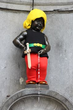 The Manneken-Pis celebrating the arrival of Asterix & Obelix to Brussels! Find them until September at the Belgian Comics Strip Center! Manneken Pis, Brussels, Comic Strips, Snow White, September, Comics, Disney Princess, Disney Characters, Celebrities