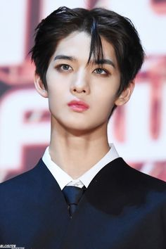 Bae Jinyoung Cr: to owner Bae Jinyoung Produce 101, Kpop, Let's Stay Together, Hyun Suk, Kim Sun, Lai Guanlin, Produce 101 Season 2, Lee Daehwi, Ong Seongwoo