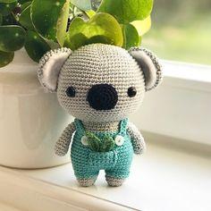 Crochet this cute koala with the DIY Fluffies pattern. www.mariskavos.nl . . #amigurumi #amigurumidoll #creabea #creatief #crochê #croche…