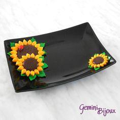 """Vassoio nero ceramica decorato """"Girasoli"""" in fimo, fatto a mano, by Gemini Jewels, 13,00 € su misshobby.com"""