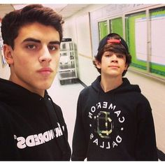 Jack Gilinsky and his little brother YouTubers/Vloggers ❤ liked on Polyvore featuring magcon, people, boys, hayes grier and magcon boys