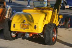 1928 Ford roadster - yellow - rvr