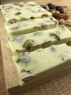 Turrón de chocolate blanco y pistachos Gluten Free Desserts, Dessert Recipes, Catering, Bakery, Recipies, Camembert Cheese, Food And Drink, Yummy Food, Eat