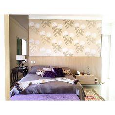 Outro ângulo do quarto do casal!! Cabeceira em mdf revestido de lâmina de madeira natural, painel ...