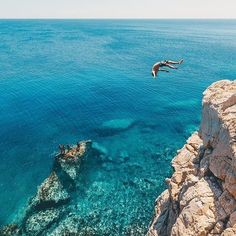 Go follow my friend @gbtraveller for more picture like this!!  Pic by: @doyoutravel   Follow the link in the bio and help me realize my dream   Follow all our profiles @guysdo_moto for the best travel experience seen in two wheels way @gbtraveller for the best dope travel inspiration @dronedose for epic travelling pictures seen by drones  You can be featured by using #guysdotravel and tag us in your posts  #firstpost #earth #paradise #travel #travelling #travelgram #living #adventure #epic…