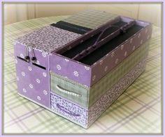 Cette année, je suis attirée par le violet, allez savoir pourquoi ? Aussi, je suis fidèle aux matières naturelles comme le lin et les couleurs associées. Choix des papiers : skivertex violine, papiers fantaisis Cette année, retour au &liberty& : étoffe...
