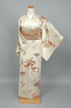 Kimono (This one made me gasp at its beauty and elegance! Japanese Pics, Traditional Japanese Kimono, Traditional Dresses, Japanese Clothing, Japanese Outfits, Kimono Design, Summer Kimono, Japanese Textiles, Kimono Dress